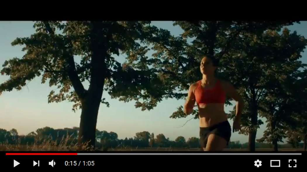 Kiara Fontanesi nel video di Vegas Jones: Nike Fast