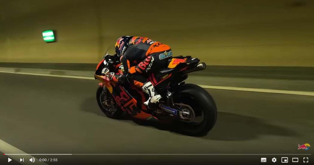 La KTM MotoGP attraversa il nuovo tunnel Gleinalm